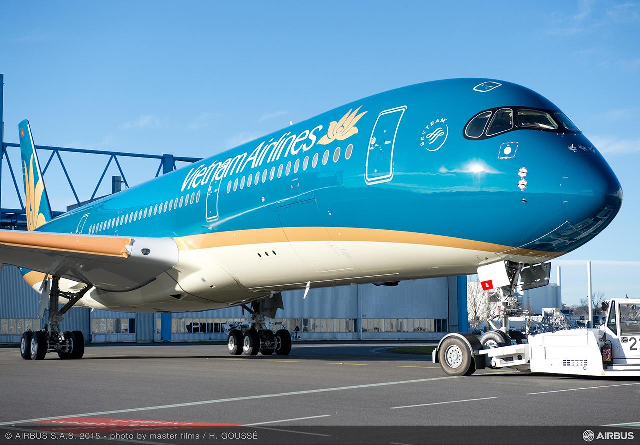 A Vietnam Airlines Airbus A350-900 XWB repülőgépe a légitársaság új festésében. (Fotó: Airbus) | © AIRportal.hu