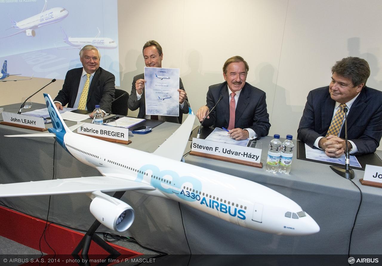2014 júliusa, amikor az ALC 25 darab A330neo-ra vásárlási szándéknyilatkozatot, 60 darab A321neo-ra pedig megrendelési szerződést írt alá. (Fotó: Airbus)   © AIRportal.hu