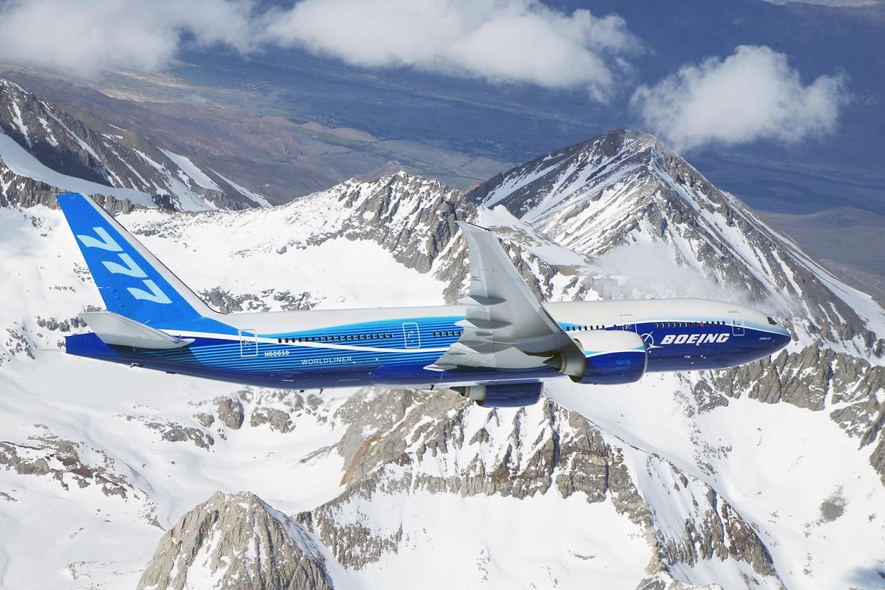 A fejlesztésekkel elláttot 777-eseket 2016-ban veszi gyártásba a Boeing. A programban az utasszállítók közül a 777-300ER és a képen is látható extra nagy hatótávú 777-200LR érintett. (Fotó: Boeing Company) | © AIRportal.hu
