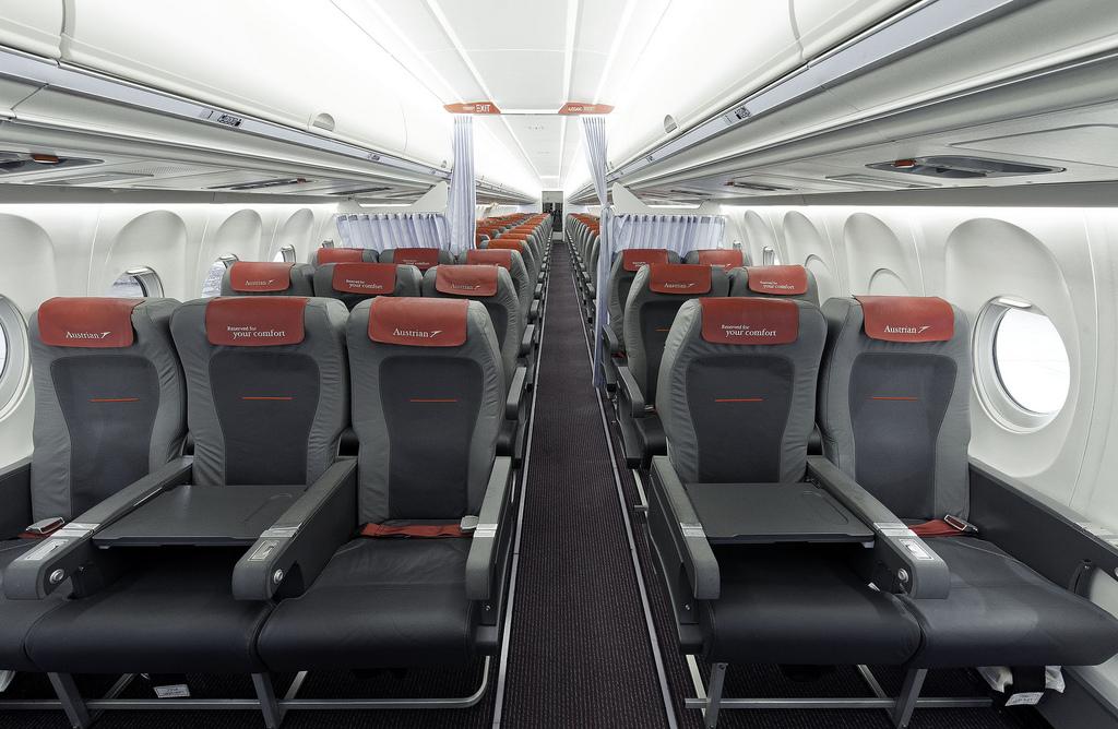 A 2013-ban felújított Fokker fedélzet vállalati fotón. (Fotó: Austrian Airlines) | © AIRportal.hu