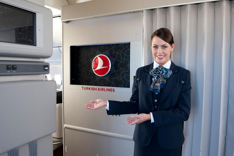 Légiutas-kísérő a Boeing 777-300ER fedélzetén. (Fotó: Turkish Airlines) | © AIRportal.hu