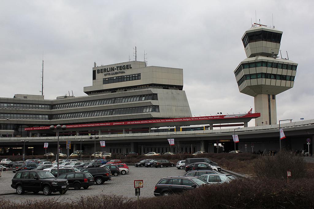 A második legmagasabb német irányítótorony, valamint az A és B terminál épületei.   © AIRportal.hu