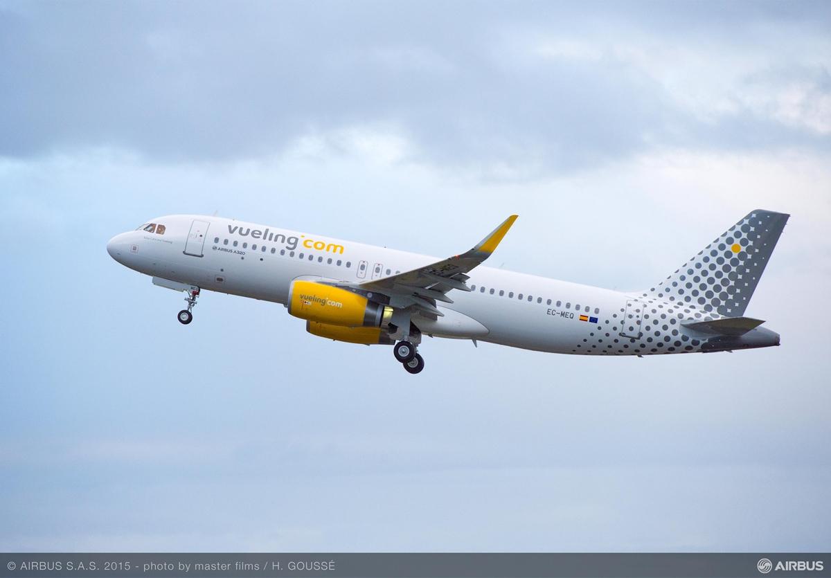 Az Airbus első SpaceFlex-szel ellátott A320-asa, amely a spanyol Veuling légitársaságnál áll szolgálatba. (Fotó: Airbus) | © AIRportal.hu