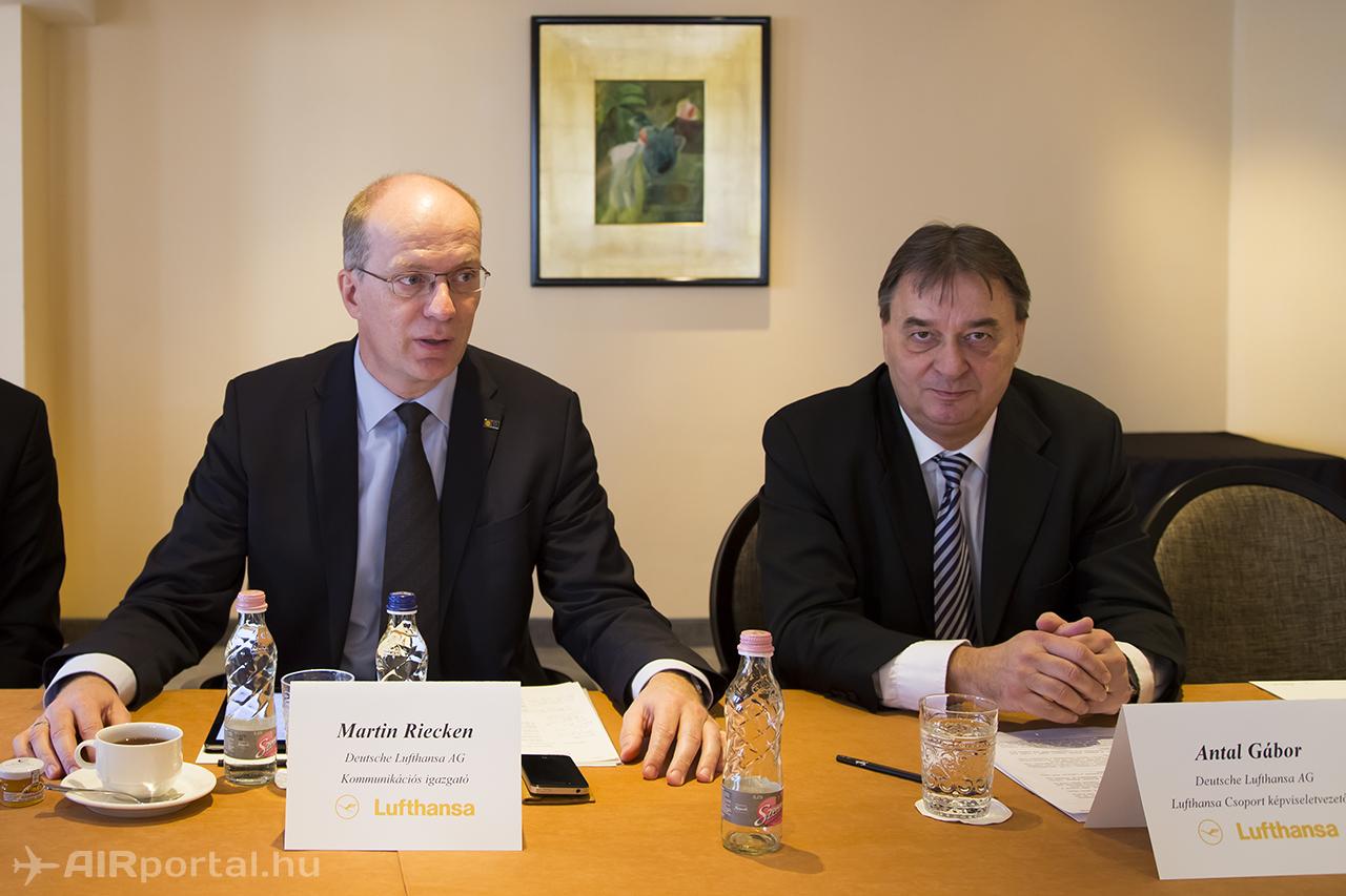 Martin Riecken, a Lufthansa Csoport európai régióért felelős kommunikációs igazgatója, és Antal Gábor, a Lufthansa Csoport magyarországi képviseletének vezetője. (Fotó: AIRportal.hu) | © AIRportal.hu