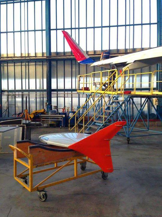 Előtérben az eddigi wingtip fence típusú szárnyvég, háttérben pedig már felhelyezve az új, hatékonyabb Sharklet. (Fotó: Aeroflot) | © AIRportal.hu