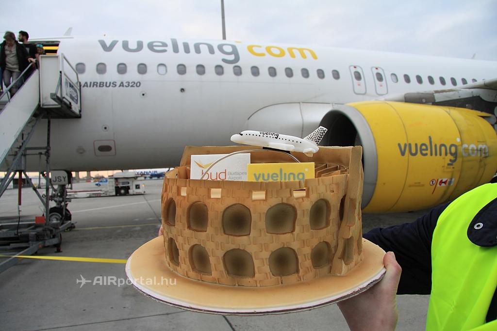 A Budapest Airport római Colosseumot mintázó járatnyitó tortája. | © AIRportal.hu