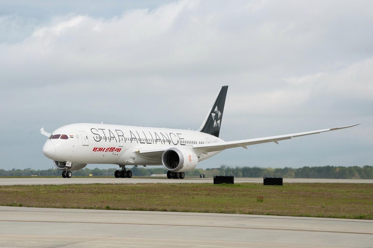 Minden más Dreamliner üzemeltető taglégitársaság közül az Air India az első, amely Star Alliance festéssel látta el gépét. (Fotó: Boeing Company) | © AIRportal.hu