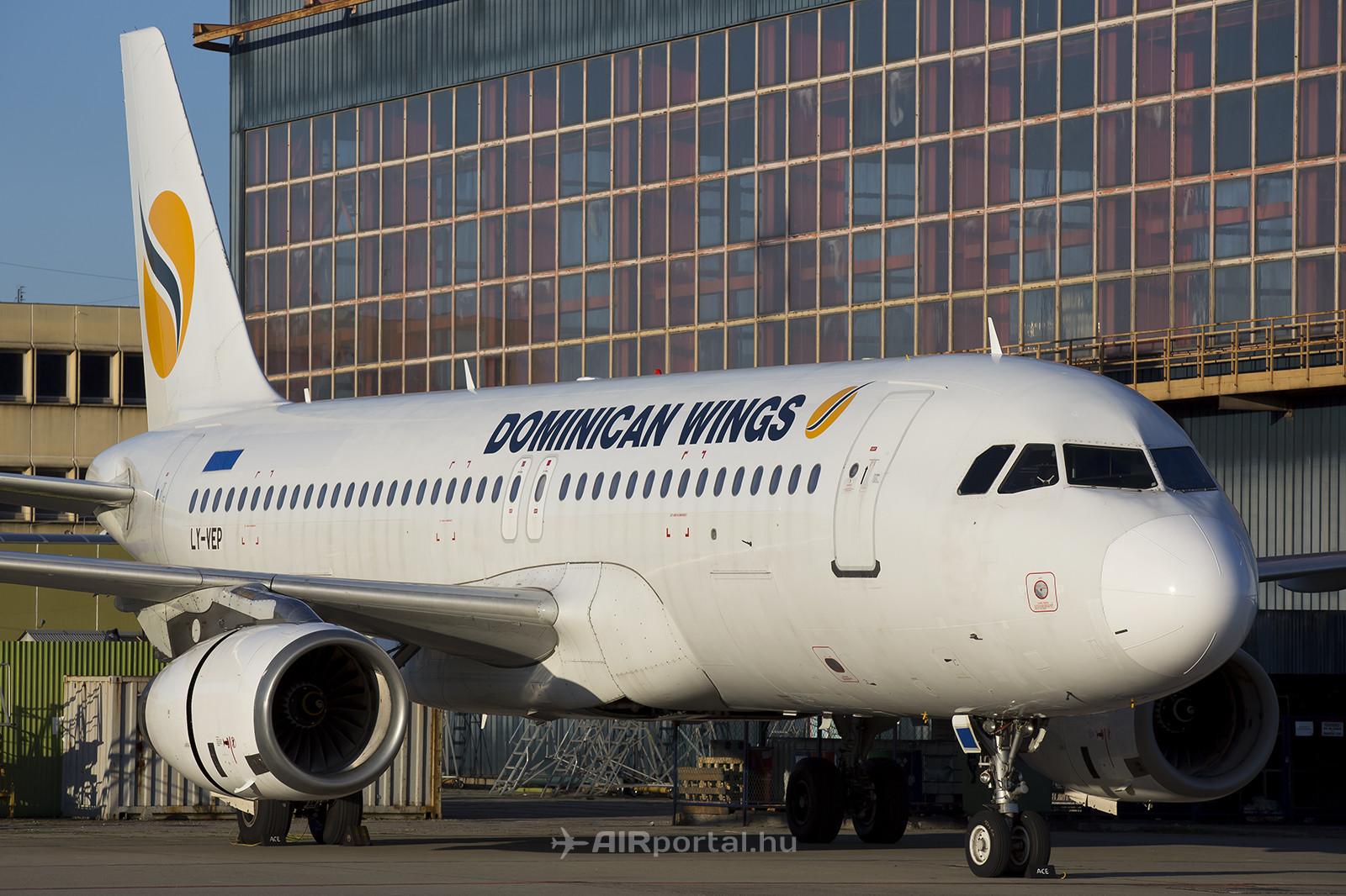 Az A320-as már az új festésben, de leragasztott dominikai lajstromjellel, még LY-VEP jelzés alatt. (Fotó: AIRportal.hu) | © AIRportal.hu