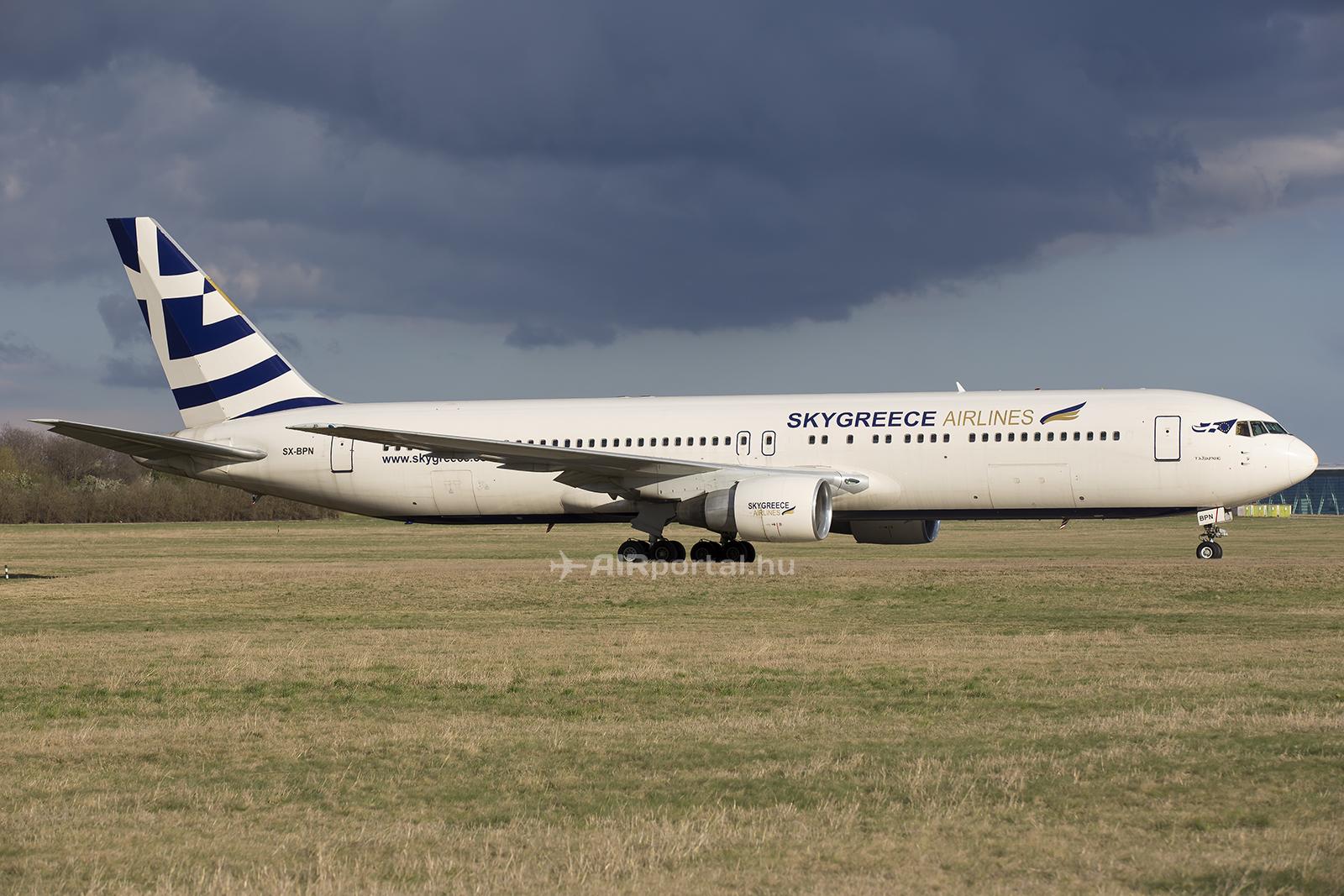Az SX-BPN lajstromjelű Boeing 767-300-as repülőgép pénteken érkezett Ferihegyre. (Fotó: AIRportal.hu) | © AIRportal.hu