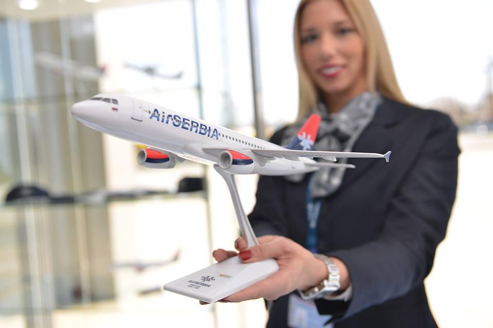 1:100 méretarányú, snap-fit Airbus A320-as. (Fotó: Air Serbia) | © AIRportal.hu