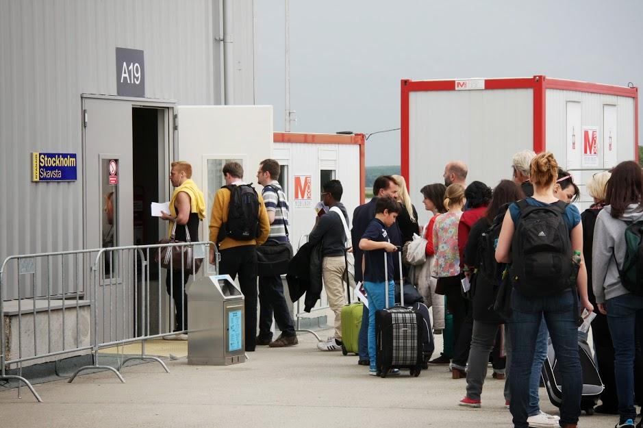A még ma is működő bádogépület mobilwc-konténerrel. (Fotó: Budapest Airport) | © AIRportal.hu