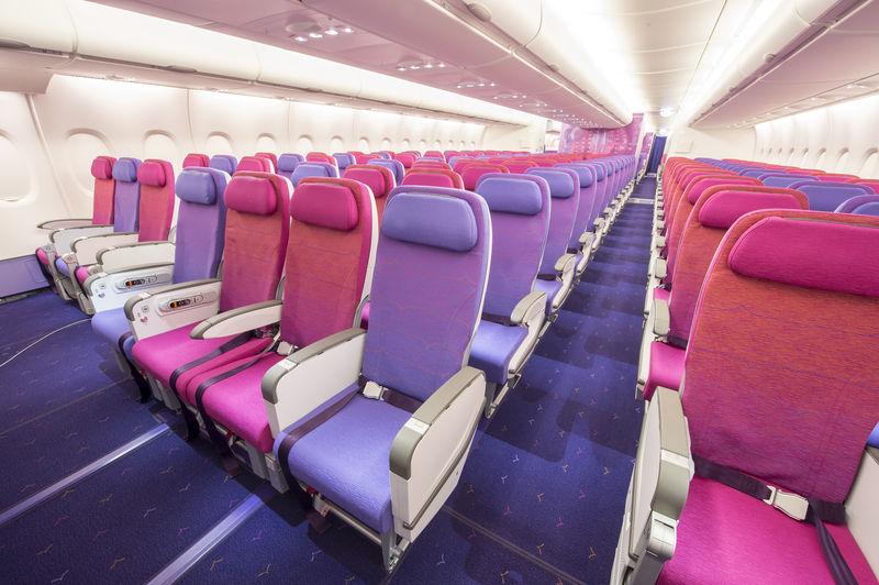 A380-800-ason jelenleg használatos legtöbb, egy sorban 10 ülést elhelyező konfiguráció a turista osztályon, itt éppen a THAI gépén. (Fotó: Airbus) | © AIRportal.hu