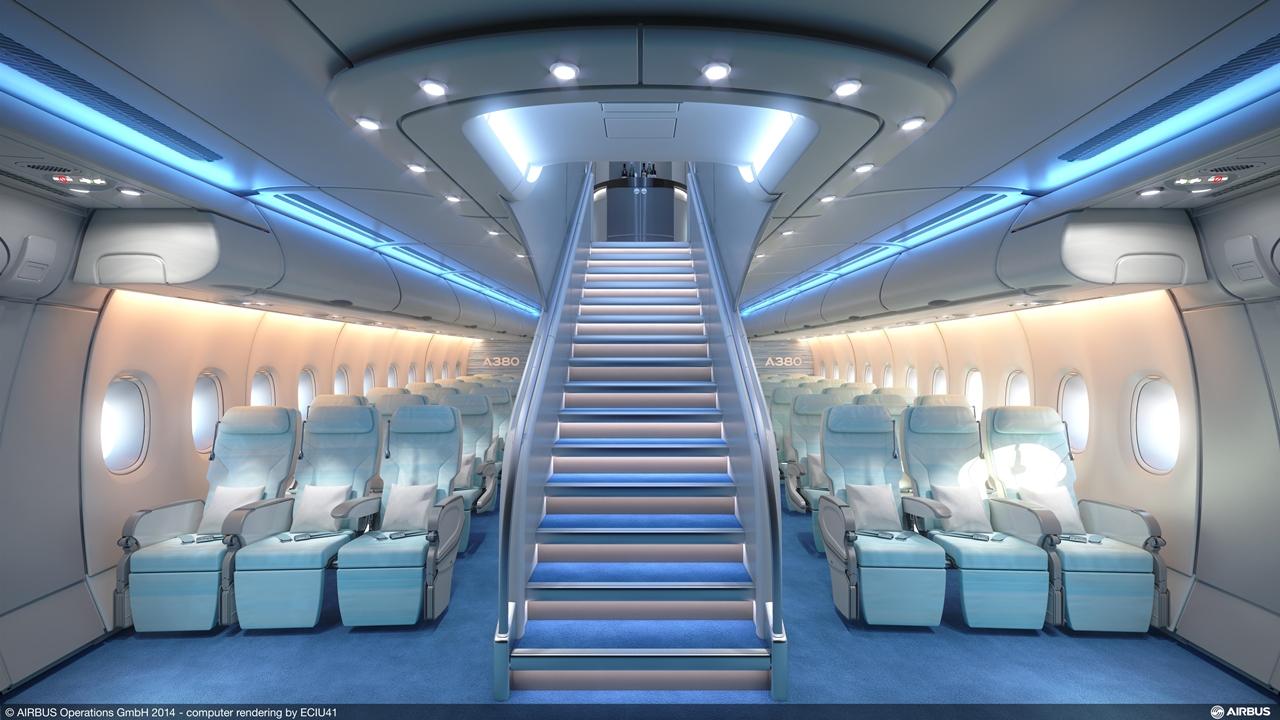 A380-800-as Premium Economy az Airbus legfrissebb látványtervén, amely a felső fedélzetre vezető lépcsővel kápráztat. (Forrás: Airbus) | © AIRportal.hu