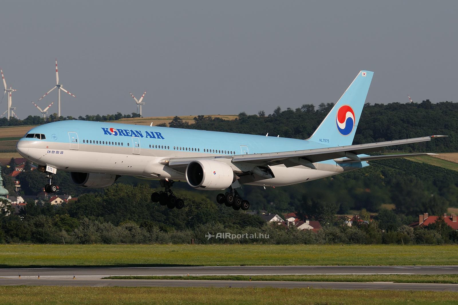Ilyen Boeing 777-200ER típusú repülőgépek is fognak majd Zágrábba közlekedni a nyáron. (Fotó: Bodorics Tamás - AIRportal.hu)   © AIRportal.hu
