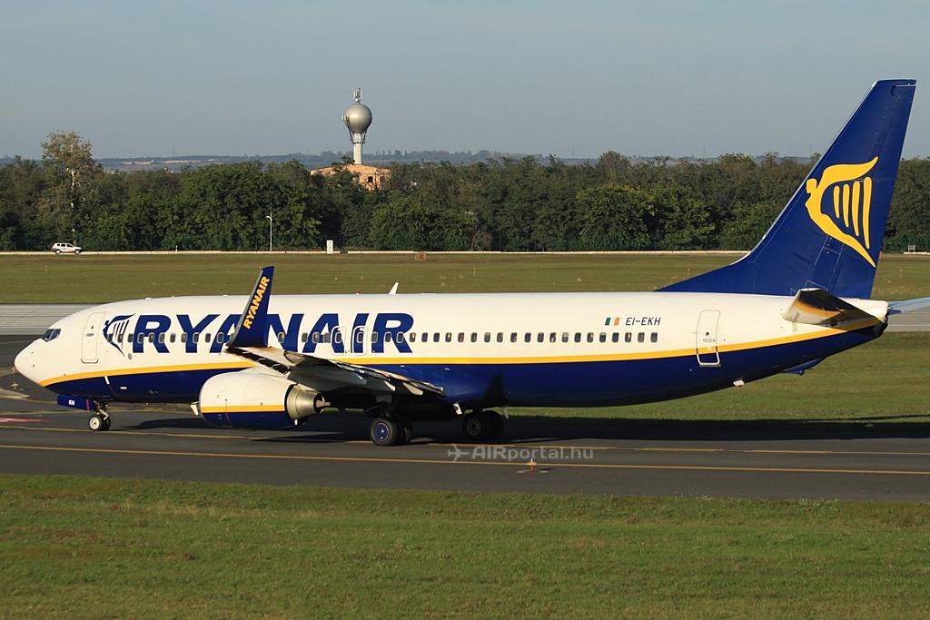 Felszálláshoz guruló Ryanair Boeing 737-800NG (Fotó: Csemniczky Kristóf - AIRportal.hu) | © AIRportal.hu