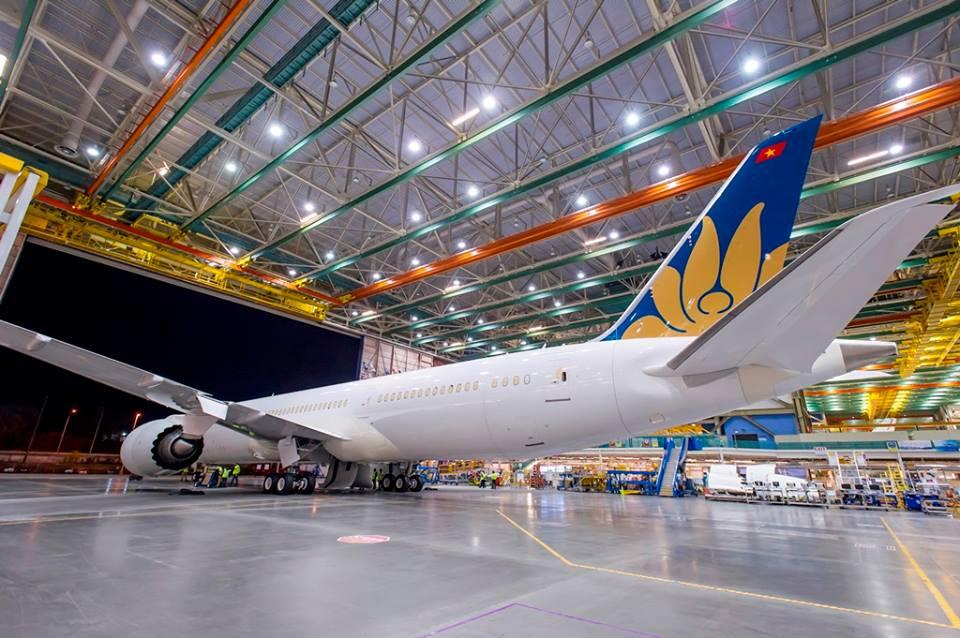 A gép egyelőre még csak vezérsíkján viseli légitársasági színeit. (Fotó: Boeing Company via Vietnam Airlines)   © AIRportal.hu