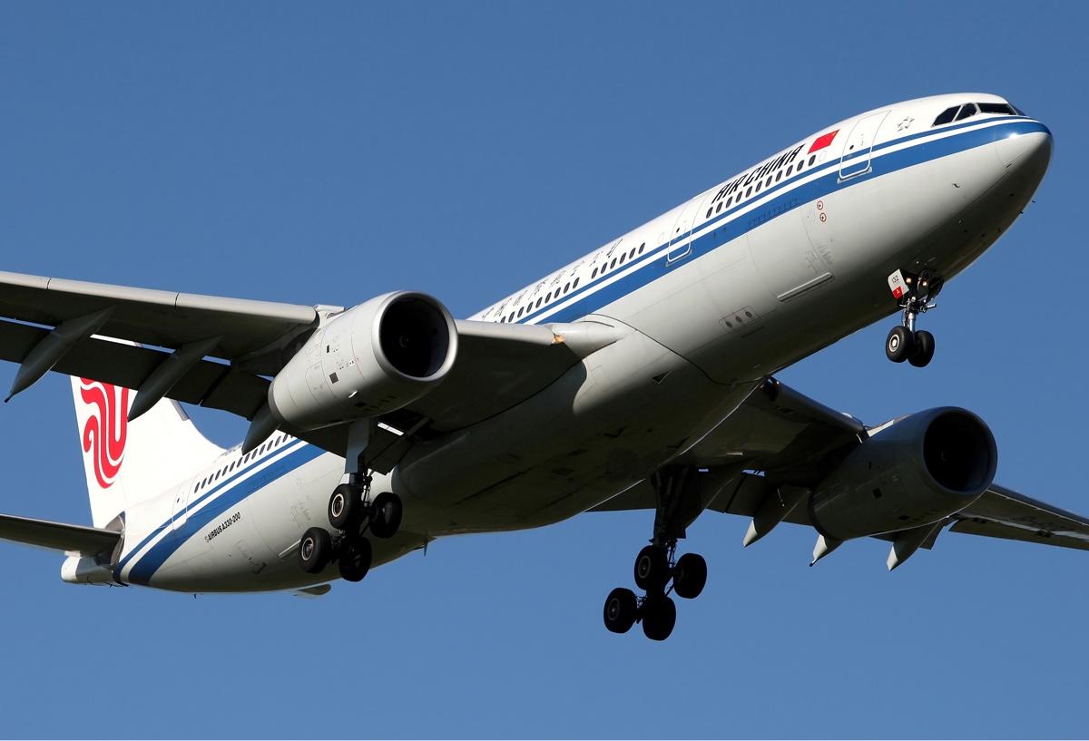 Air China Airbus A330-200 típusú repülőgépe leszállás közben.   © AIRportal.hu