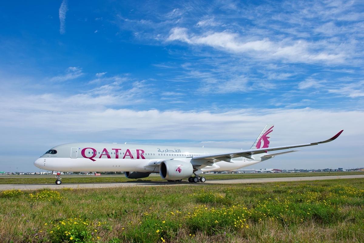 A Qatar Airways összesen 8 darab A350-900-ast készül átvenni 2015-ben. Eddig kettő van a flottában, az első 2014 decemberében, a második idén márciusban csatlakozott. (Fotó: Airbus)   © AIRportal.hu