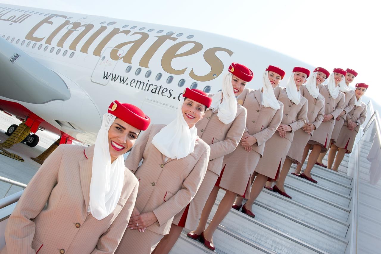 Emirates légiutas-kísérők az egyik A380-800-as utaslépcsőjén. (Fotó: Airbus) | © AIRportal.hu
