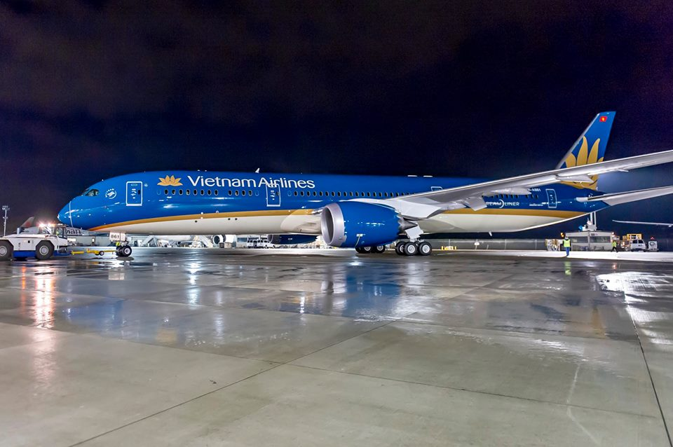 A Boeing festőhangárjából kigördült első vietnámi 787-9-es, teljes festésben. (Fotó: Boeing Company via Vietnam Airlines) | © AIRportal.hu