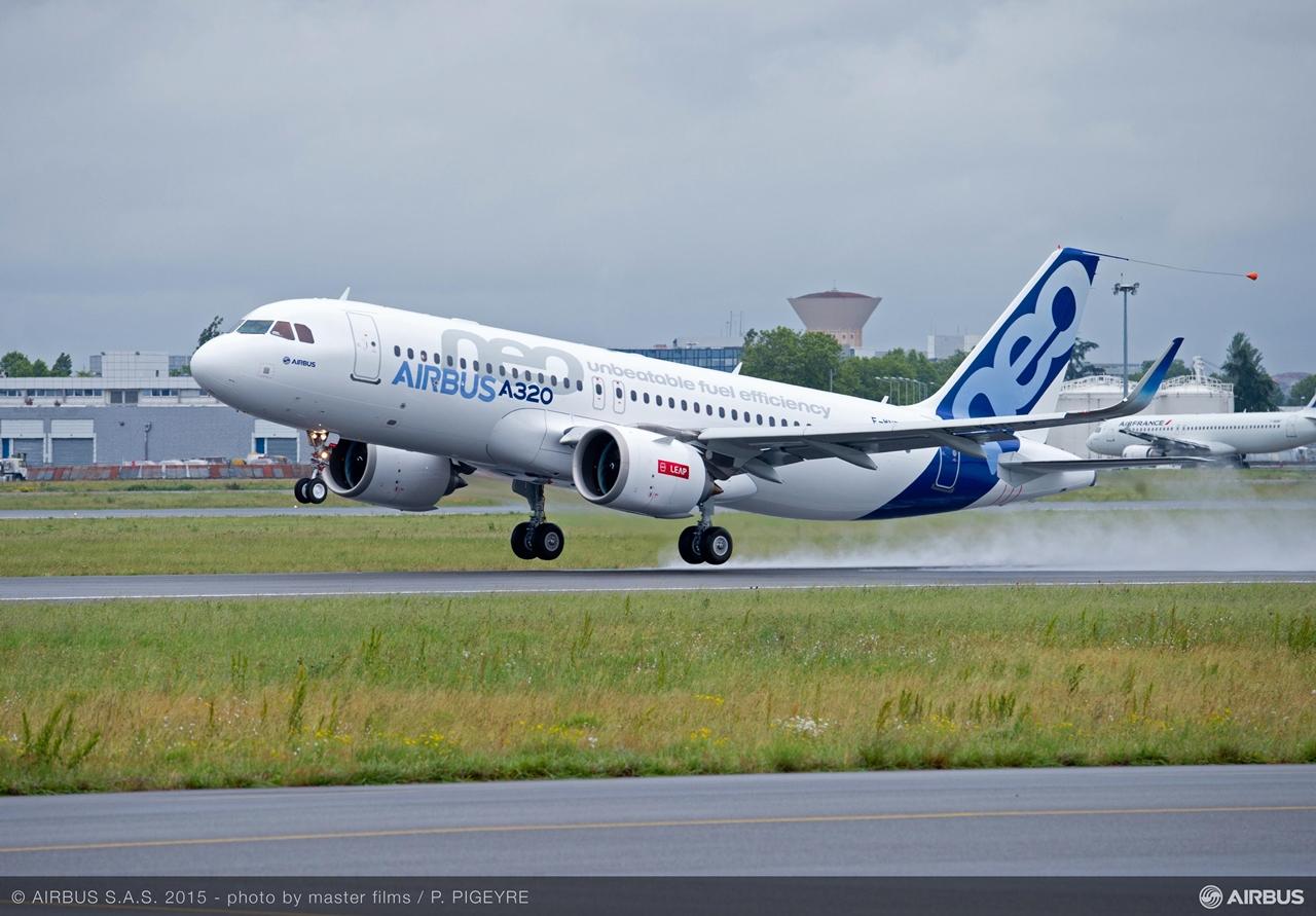 Az első CFM LEAP-1A hajtóművel szerelt A320neo prototípus felszállása Toulouseból, 2015. május 19-én. (Fotó: Airbus)   © AIRportal.hu