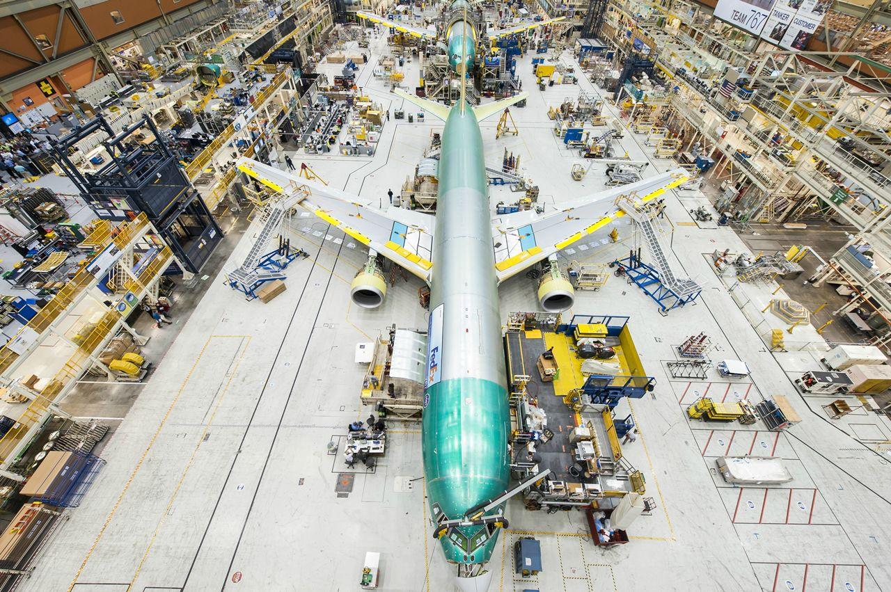 Everettben a végszerelő soron a századik Boeing 767-300F. (Fotó: Boeing Company) | © AIRportal.hu