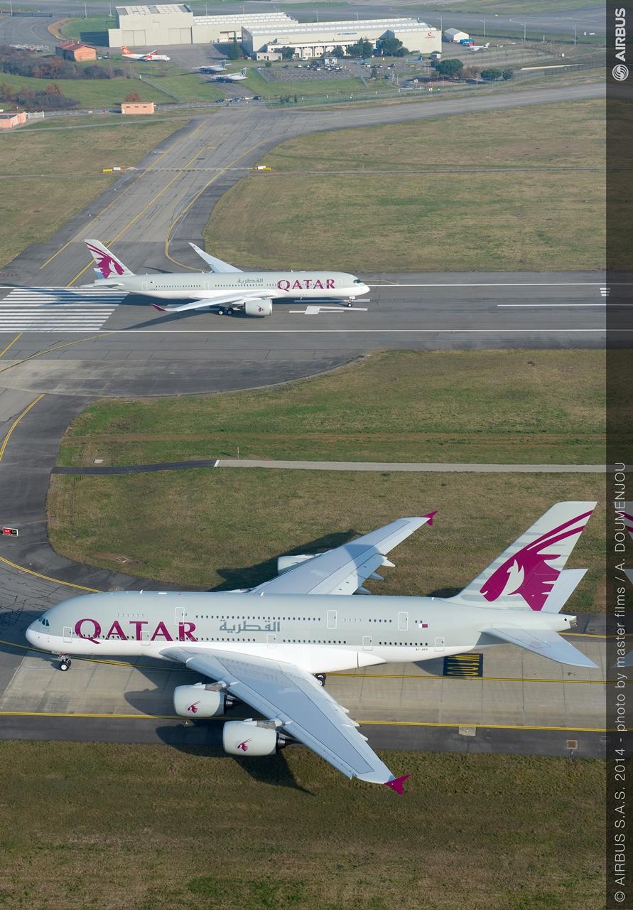 Felszálláshoz készülő Qatar A350 és A380 Toulouseban. (Fotó: Airbus)   © AIRportal.hu