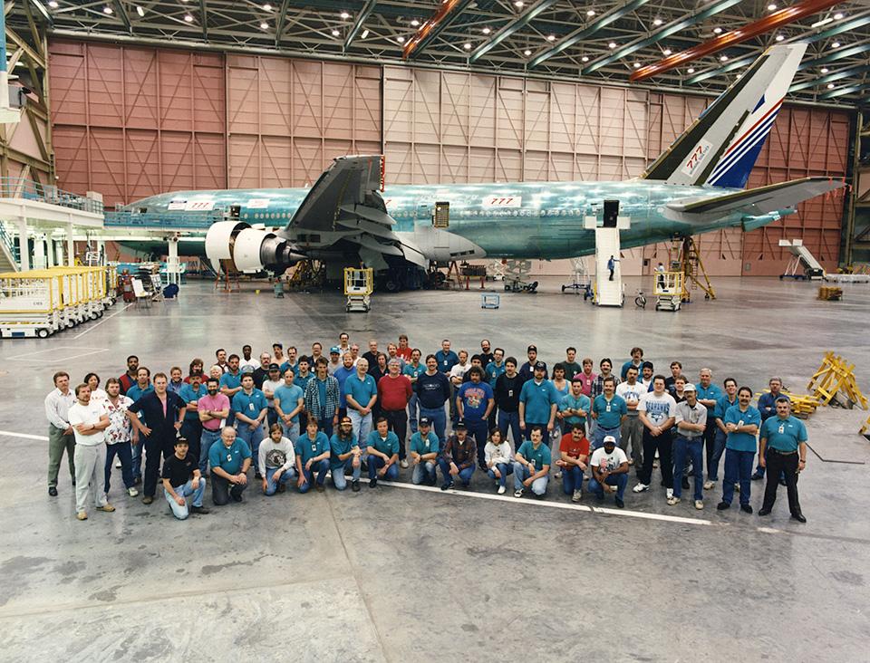 Itt még a felszállás előtt, csaknem készen az első Boeing 777-es. (Fotó: Boeing Company) | © AIRportal.hu