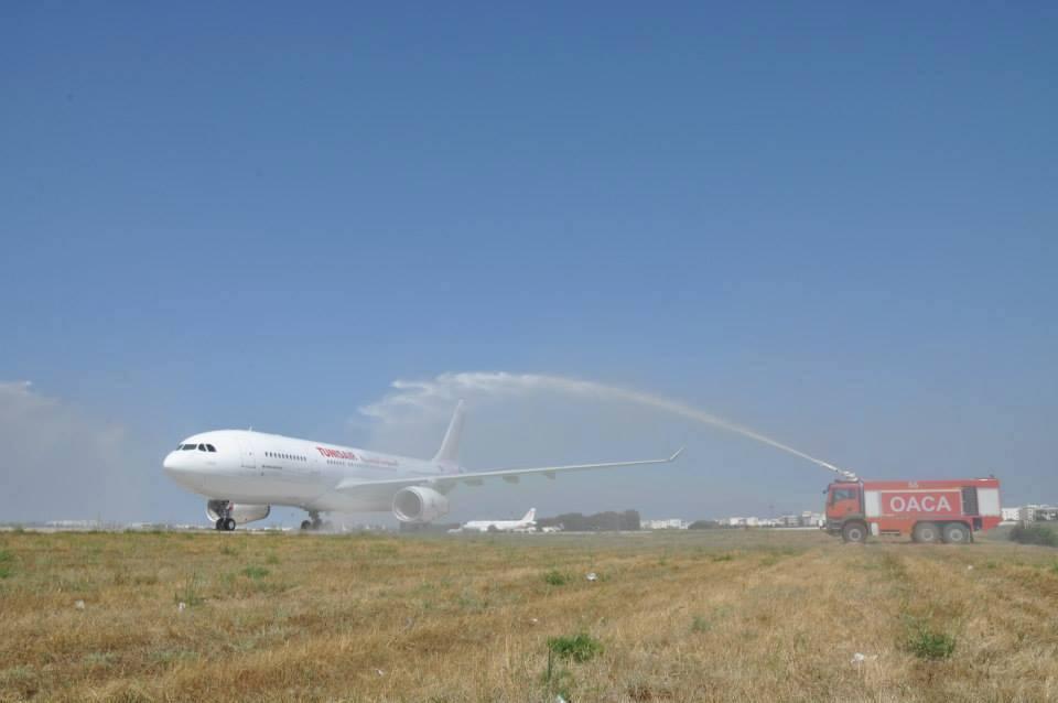 Az érkezéskori vízsugaras köszöntés. (Fotó: Tunisair) | © AIRportal.hu
