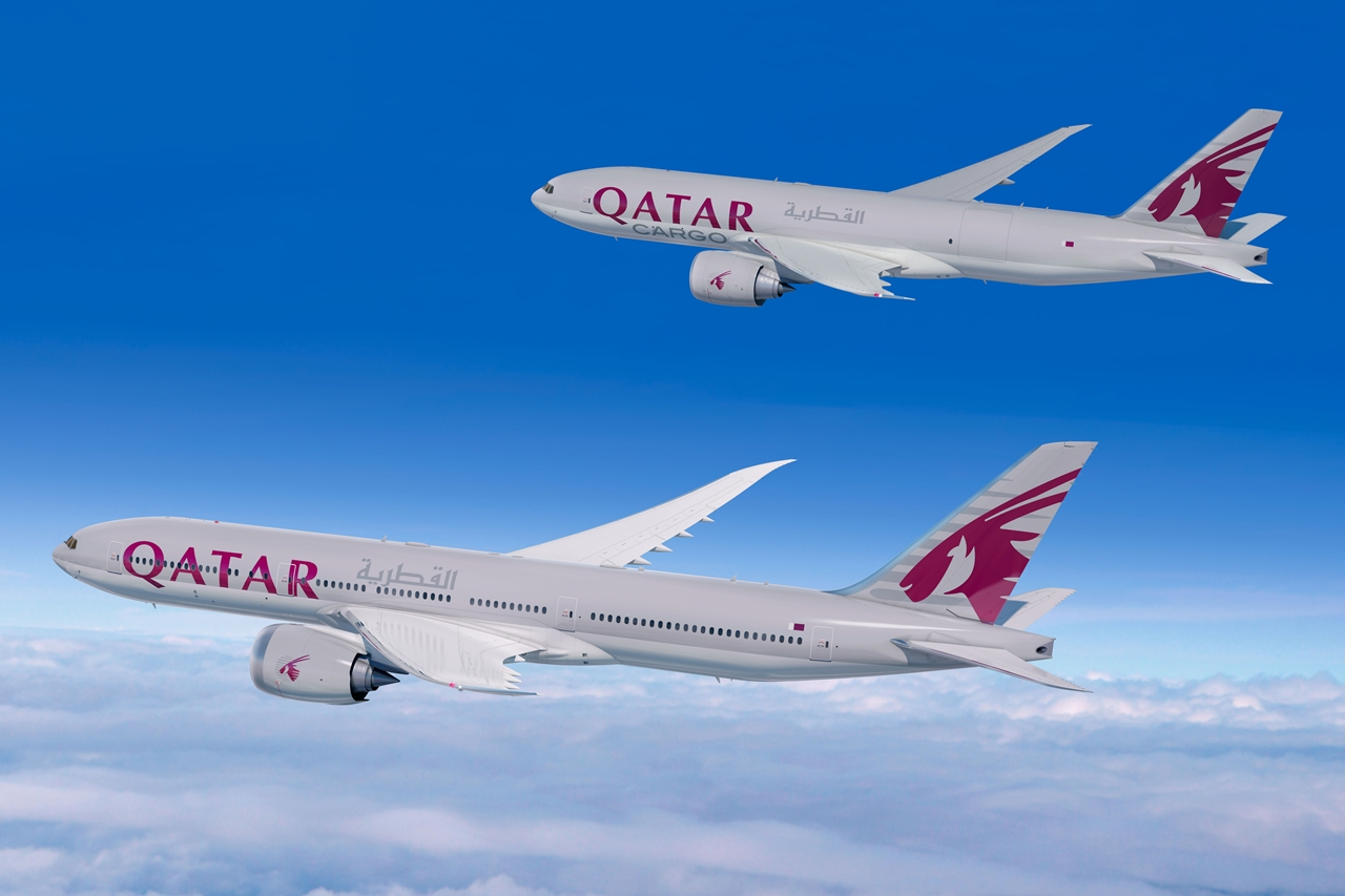 A mai szerződéskötés bejelentésre készített számítógépes látványterv. Felül a Qatar Cargo B777F, alatta az új, utasszállító B777-8X. (Forrás: Boeing Company) | © AIRportal.hu