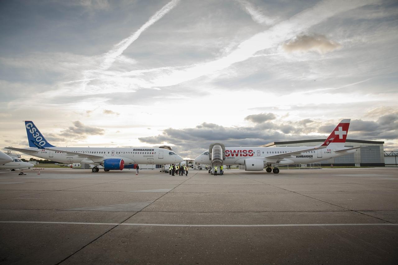 Nagy erőket koncentrált az idei párizsi szalonra a Bombardier. Ott az első CS300 és az egyik, Swiss festésbe bújtatott CS100 prototípus is. (Fotó: Bombardier Aerospace) | © AIRportal.hu