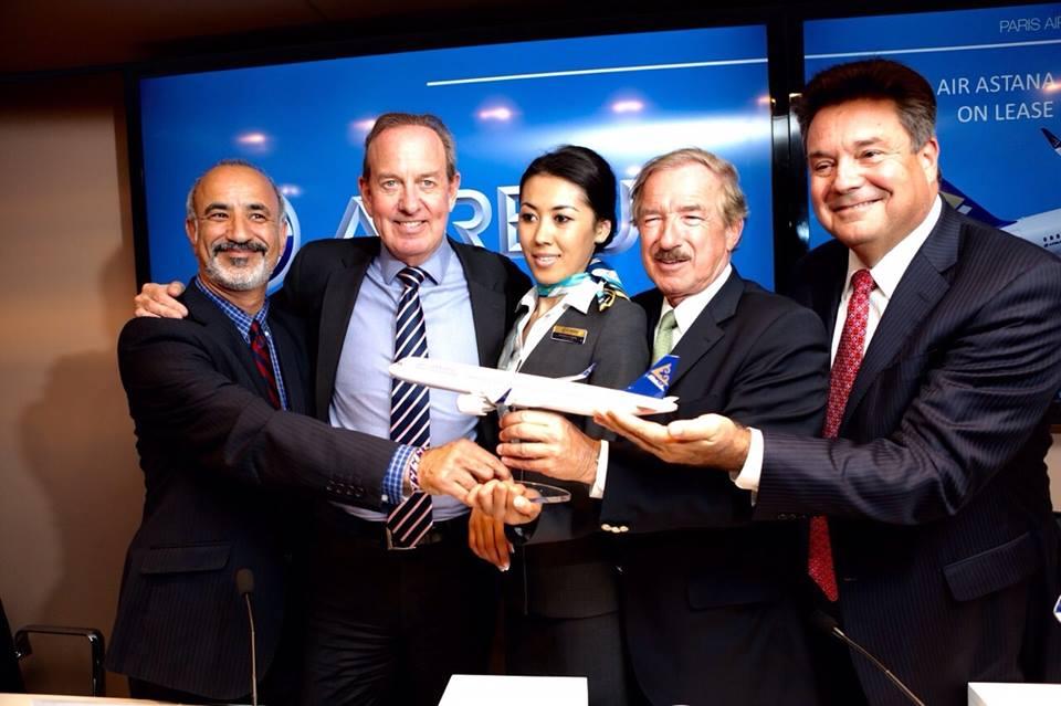 Az összesen hét darab A320neo típusra szóló szerződéskötés egy másik fotón. (Fotó: Air Astana) | © AIRportal.hu