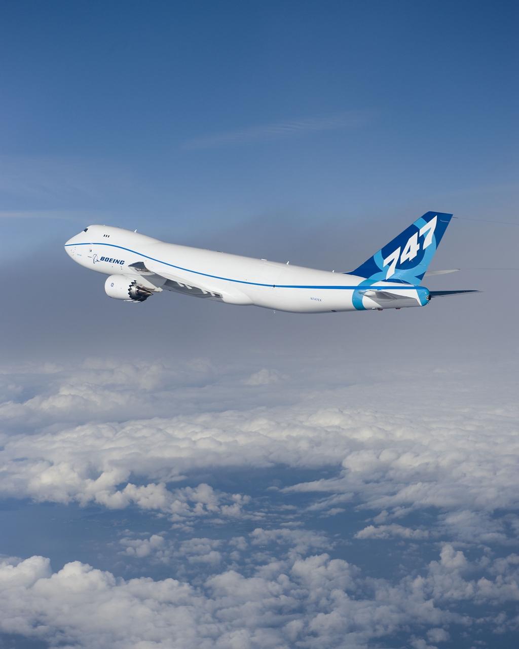 A Boeing 747-8F prototípusa első repülése közben. (Fotó: Boeing Company) | © AIRportal.hu