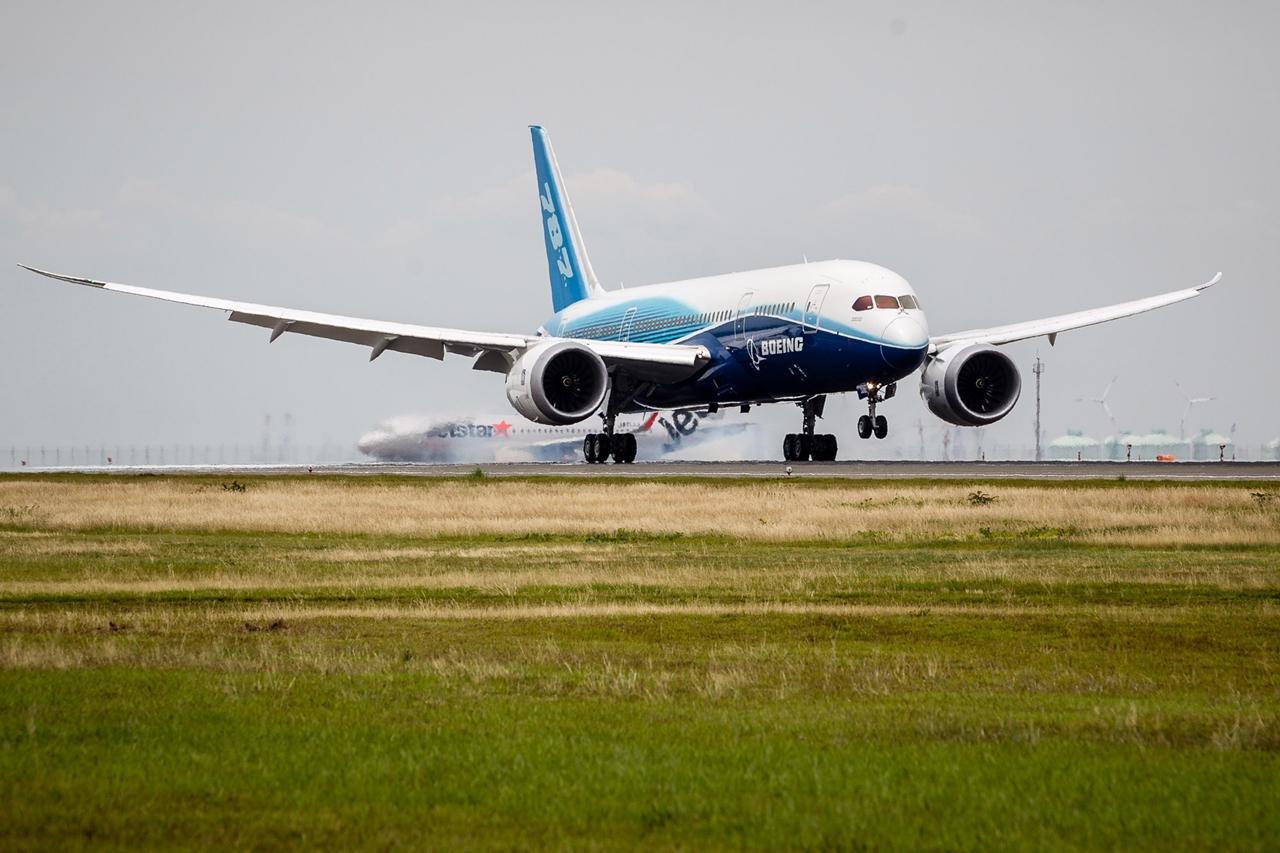 Földet érés Nagojában 2015. június 22-én. (Fotó: Boeing Company) | © AIRportal.hu