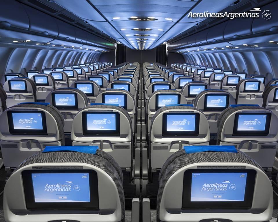 Turista osztály az argentin A330-200-ason, a legújabb LED hangulatvilágítással. (Fotó: Aerolíneas Argentinas)   © AIRportal.hu