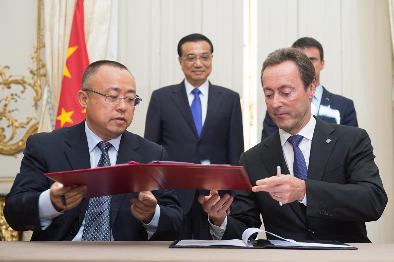 Li Hai, a China Aviation Supplies Holding Company, és Fabrice Brégier, az Airbus elnök-vezérigazgatói június 30-án Párizsban. (Fotó: Airbus) | © AIRportal.hu