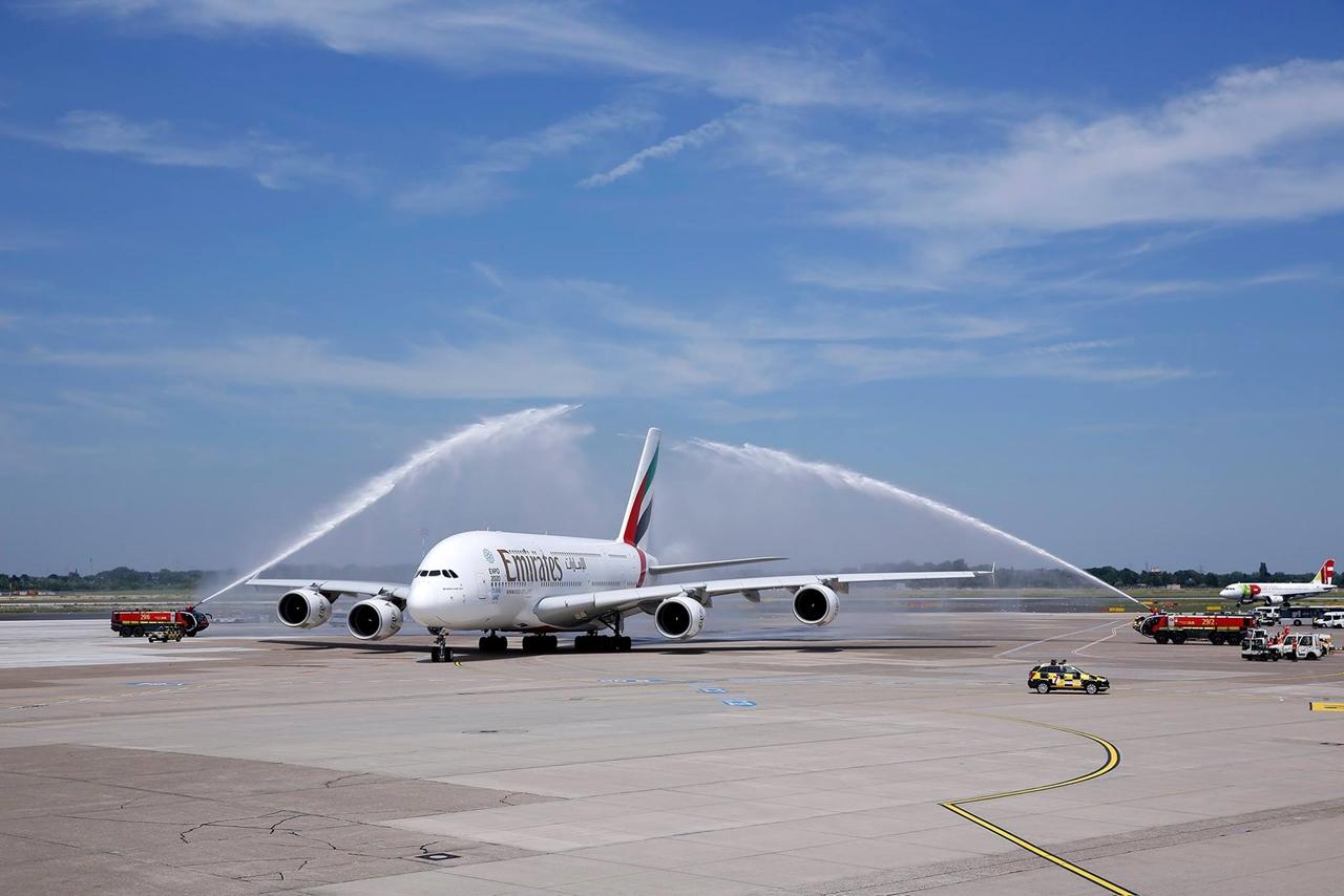 Az Emirates A380-800-as köszöntése Düsseldorfban... (Fotó: Emirates)   © AIRportal.hu