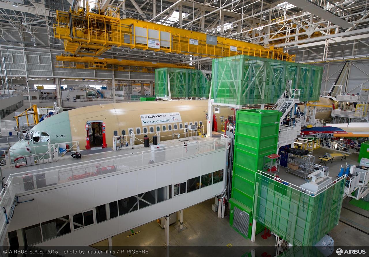 Csaknem teljesen szerkezet készen a Cathay Pacific első A350-900-asa Toulouse-ban. (Fotó: Airbus)   © AIRportal.hu