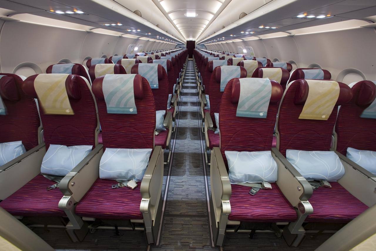 A katari légitársaság Airbus A320-asának turista osztálya. Fotó: Qatar Airways | © AIRportal.hu