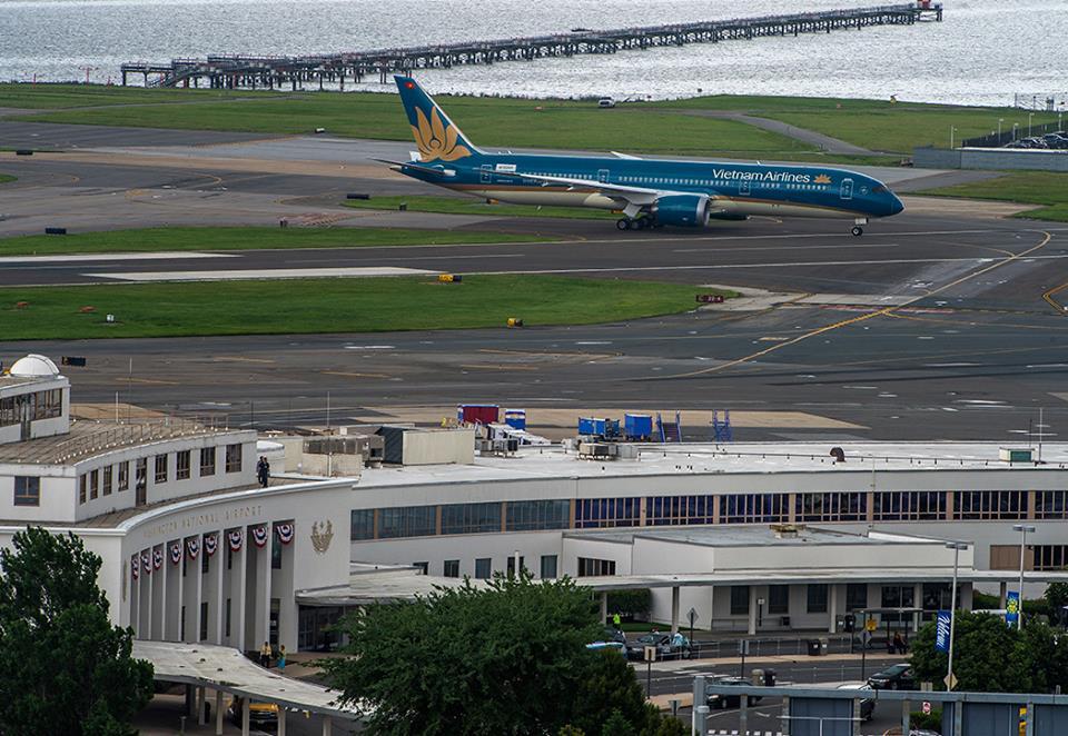 ...majd az állóhelyre gurulás, július 6-án. (Fotó: Boeing Company) | © AIRportal.hu