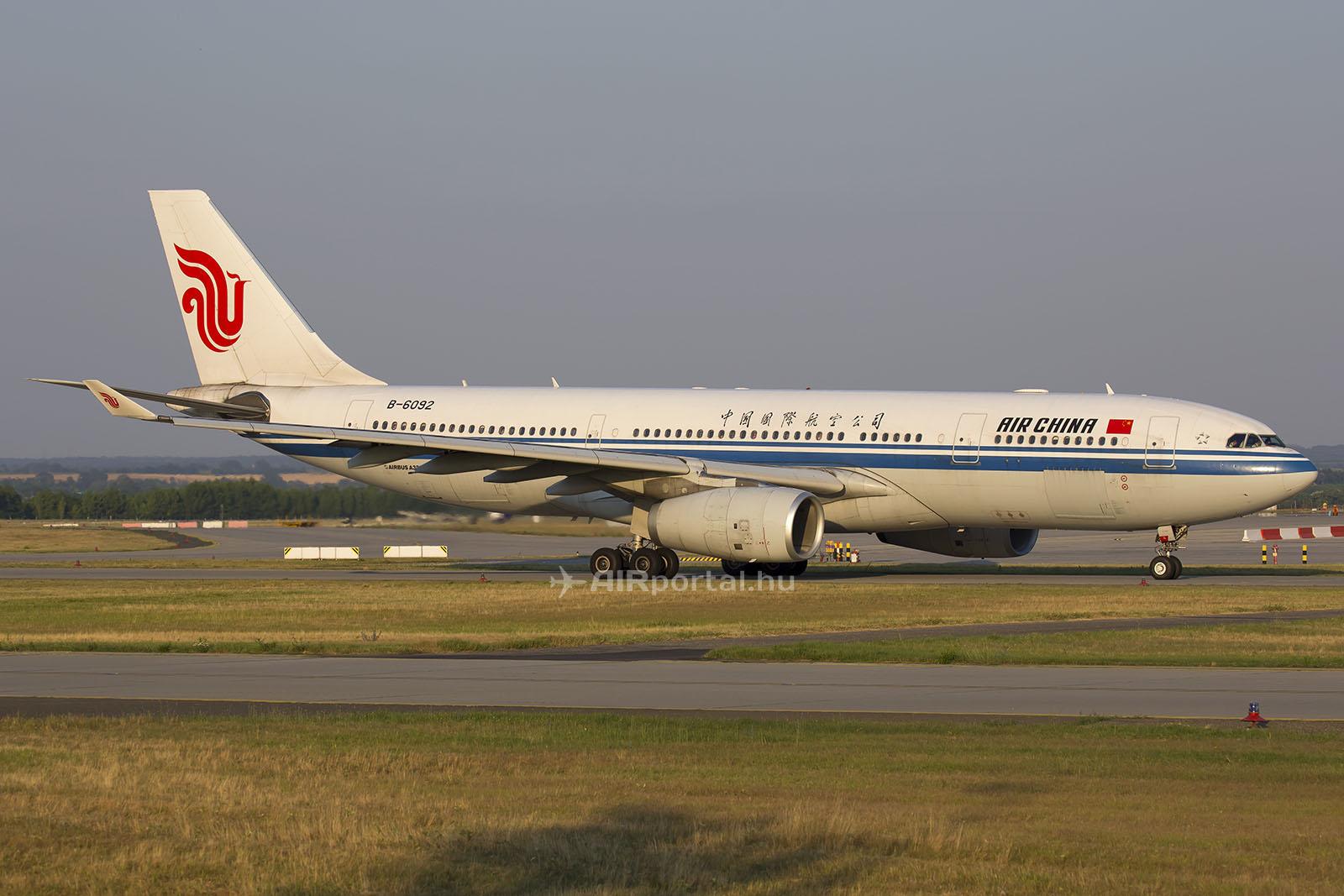 Az Air China Airbus A330-200-as repülőgépe Ferihegyen. (Fotó: AIRportal.hu) | © AIRportal.hu