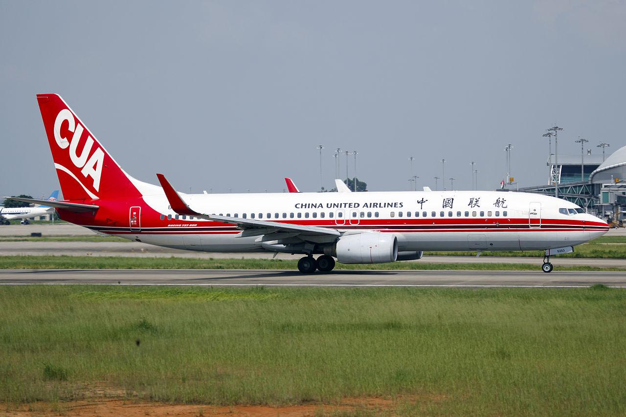 A China United Airlines egyik szolgálatban lévő Boeing 737-800-asa. (Fotó: byeangel - Wikimedia) | © AIRportal.hu