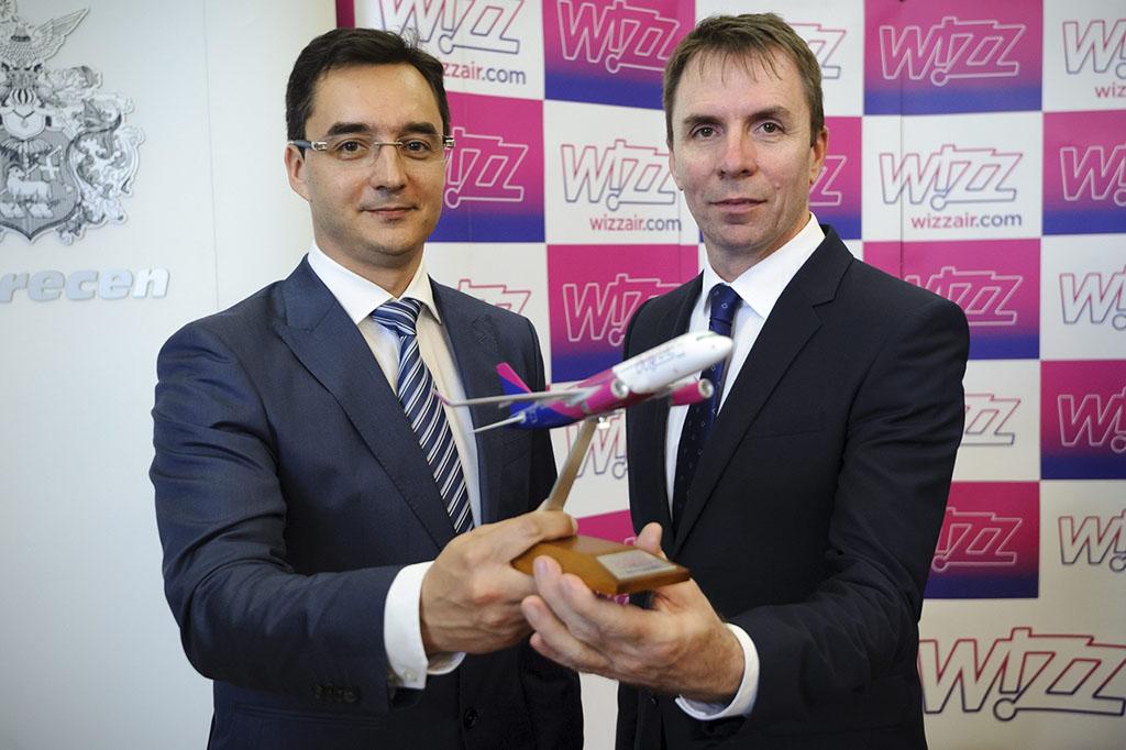 Papp László polgármester (Fidesz-KDNP) és Váradi József, a Wizz Air légitársaság elnök-vezérigazgatója egy korábbi sajtótájékoztatón. (MTI Fotó: Czeglédi Zsolt)   © AIRportal.hu