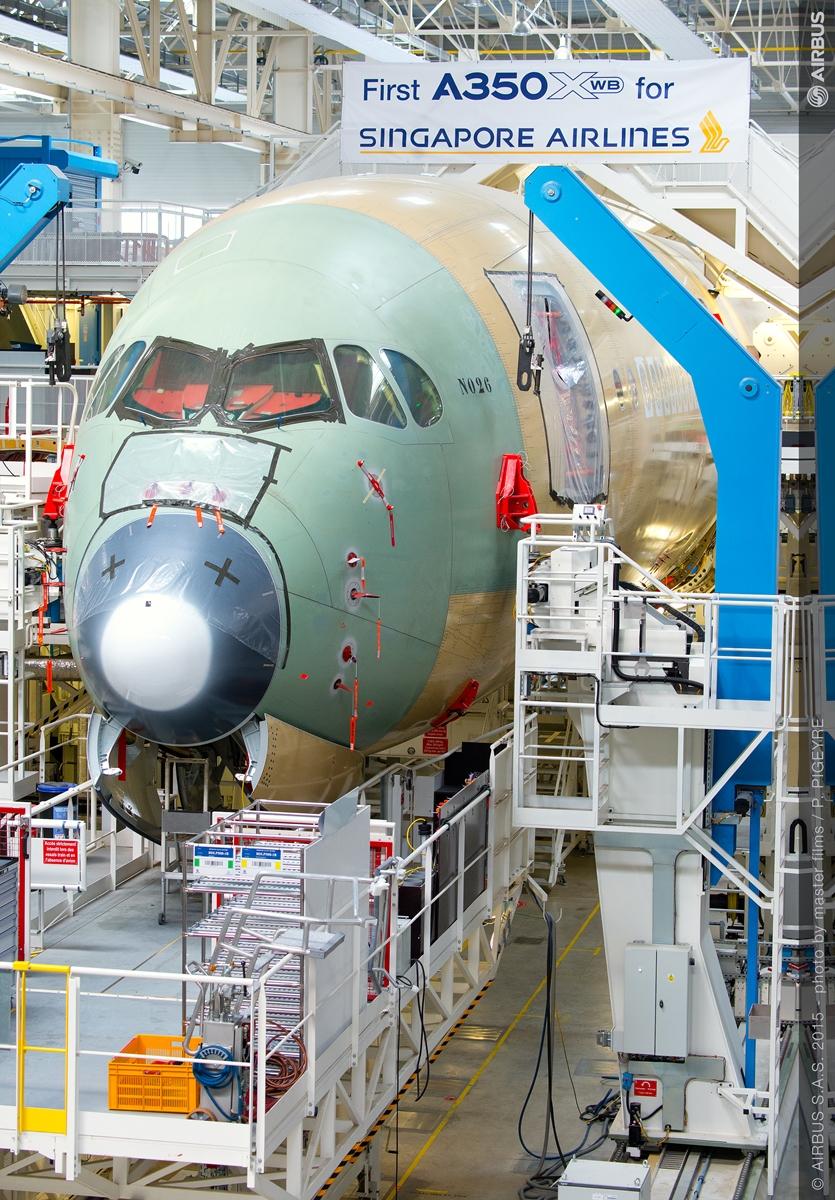 A SIA első A350-ese a toulouse-i gyártósoron. (Fotó: Airbus) | © AIRportal.hu