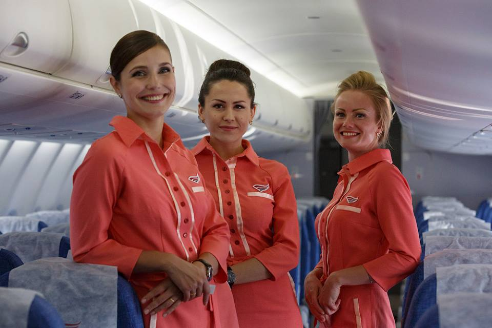 Red Wings légi-utaskísérők a gép fedélzetén. (Fotó: Red Wings)   © AIRportal.hu