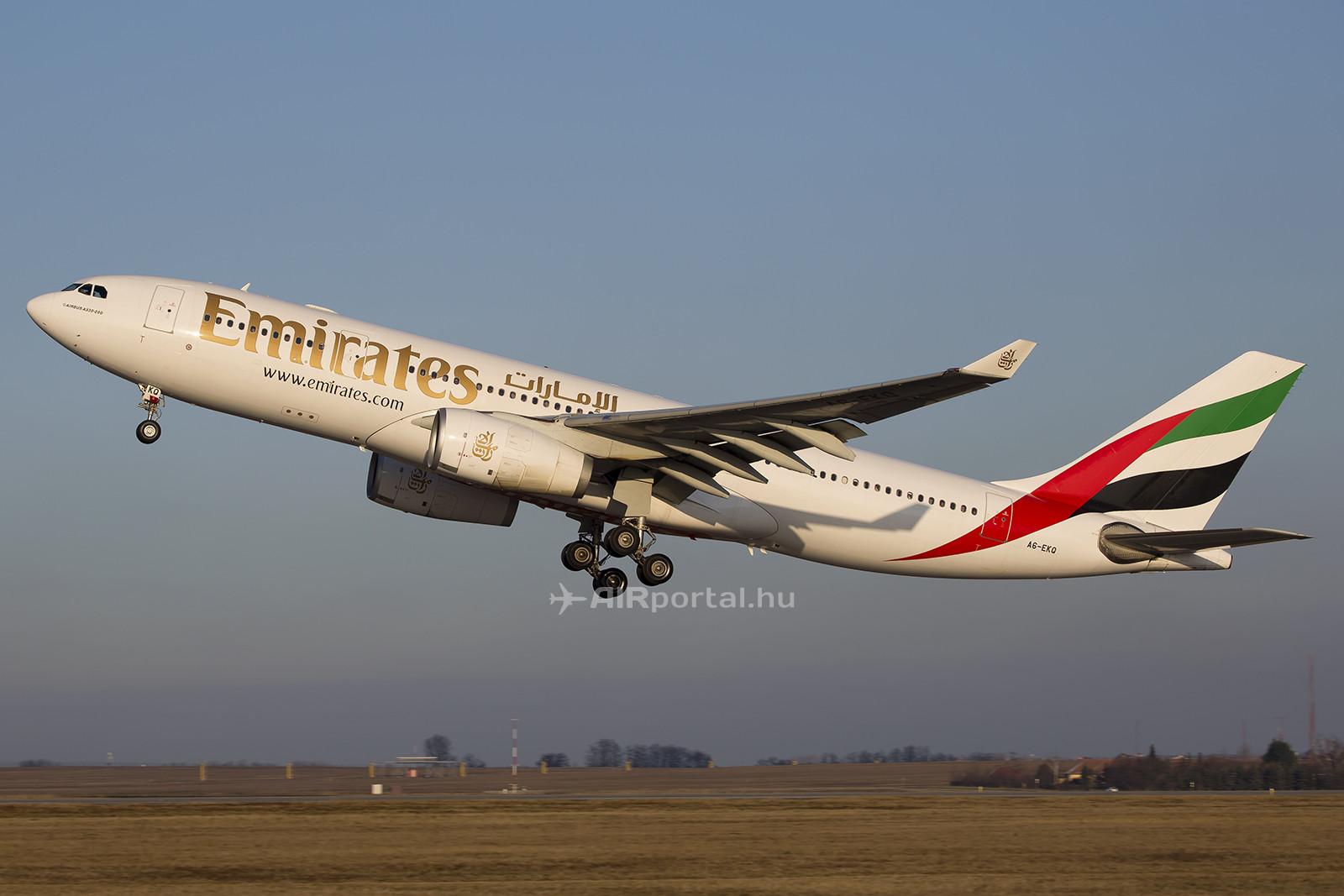 Az Emirates egyik Airbus A330-200 típusú repülőgépe Ferihegyen. December 1-jétől a légitársaság még nagyobb típussal, Boeing 777-300-assal fog közlekedni Dubaj és Budapest között. (Fotó: AIRportal.hu) | © AIRportal.hu