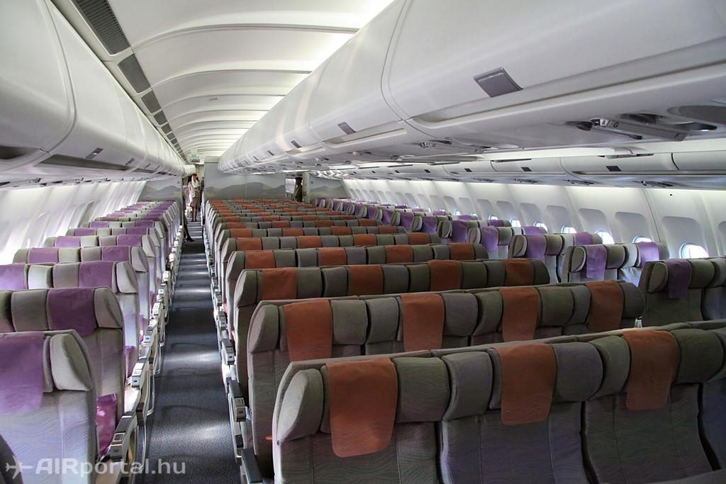 Az Emirates napi budapesti járatát jelenleg kiszolgáló A330-200-as típus turista osztálya. Fotó: Csemniczky Kristóf - AIRportal.hu | © AIRportal.hu