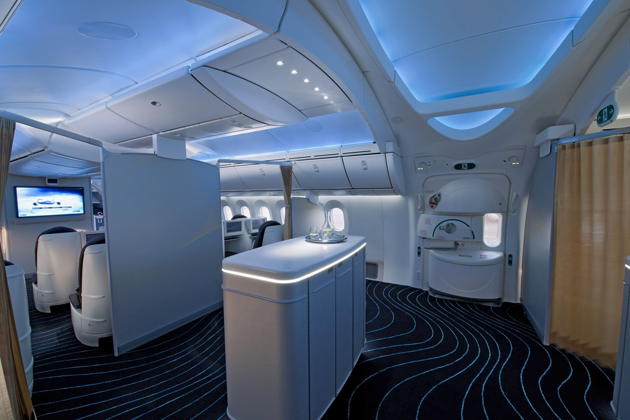 Dreamliner-fedélzet a legkorszerűbb utasellátó és kényelmi rendszerekkel. (Fotó: Boeing Company) | © AIRportal.hu