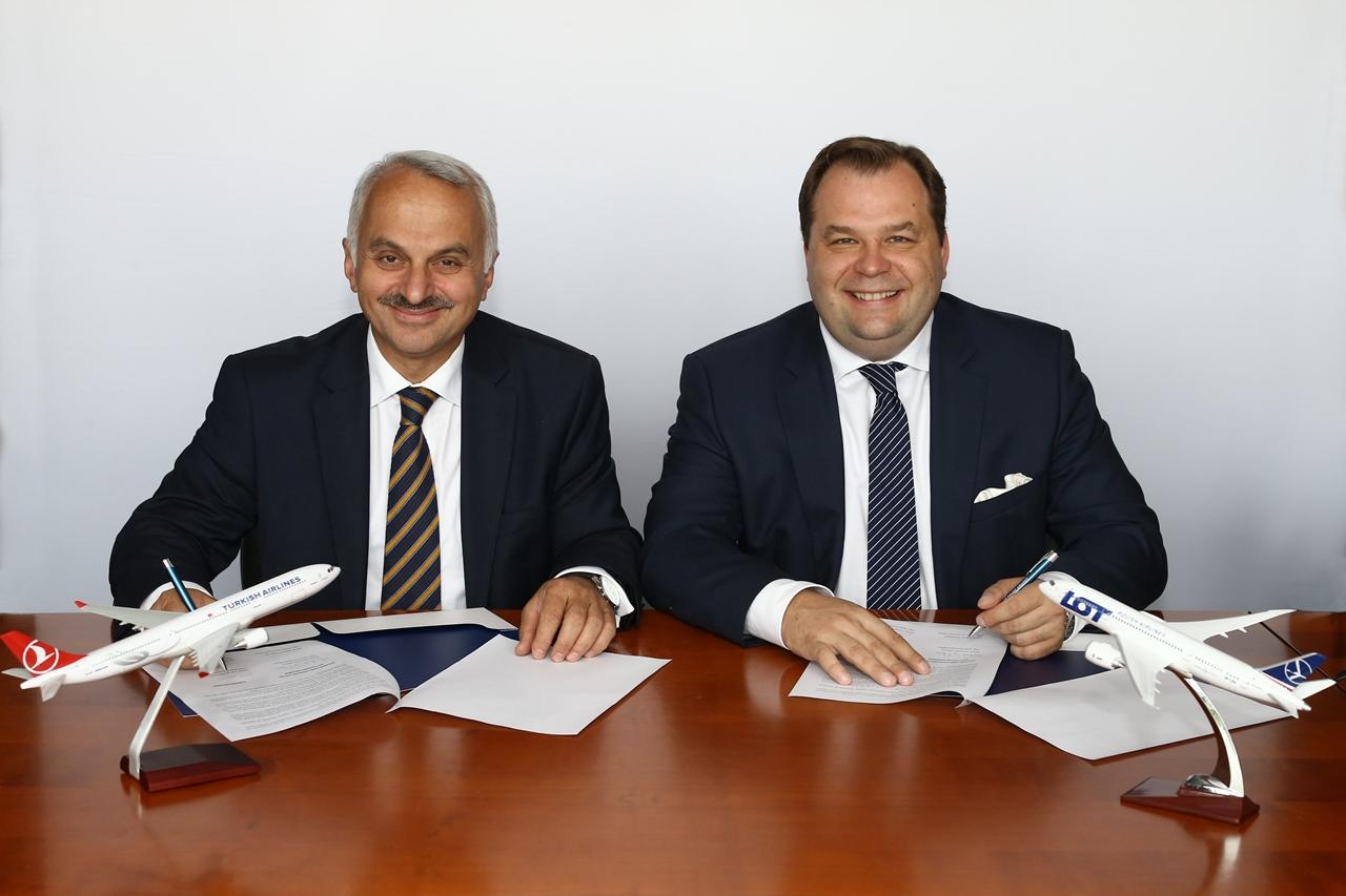 A szándéknyilatkozat aláírása (Fotó: Turkish Airlines) | © AIRportal.hu