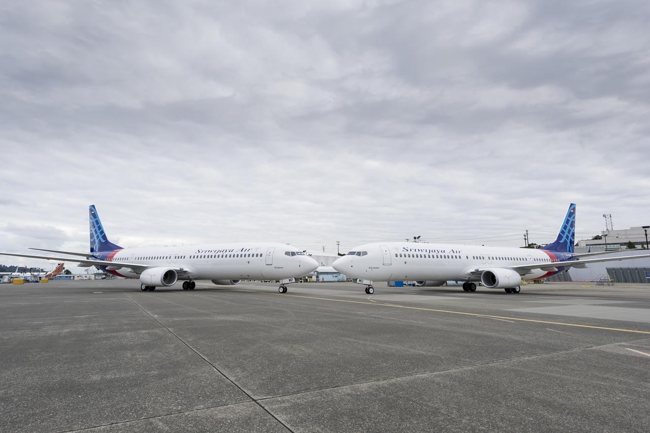 Az átadásra felsorakoztatott két 737-900ER. (Fotó: Boeing Company) | © AIRportal.hu